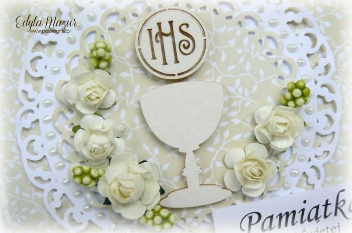 Beżowa z kielichem i białymi różami - Pamiątka Komunii Świętej