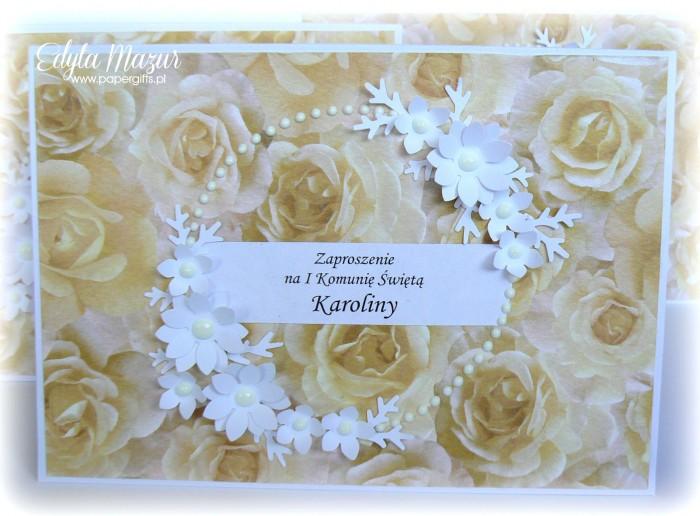 Białe kwiaty w kole - Zaproszenie na Komunię Św. Karoliny