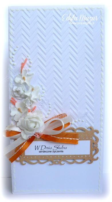 Białe róże z pomarańczową wstążką - kartka ślubna