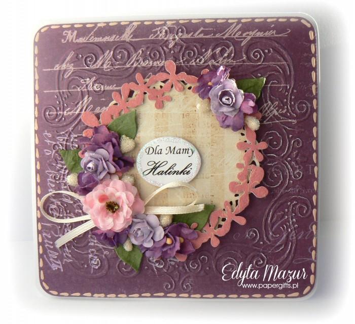 Fioletowa z wiankiem i fioletowymi kwiatami - Kartka z okazji Dnia Mamy