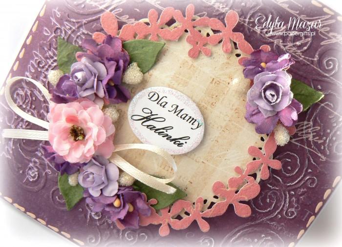 Fioletowa z wiankiem i fioletowymi kwiatami - Kartka z okazji Dnia Mamy1