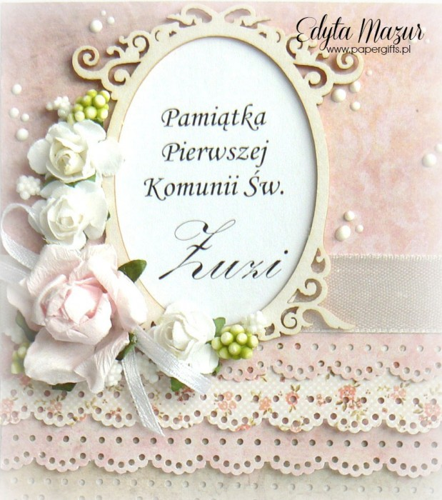 Pastelowe falbanki z ramką i różami - Pamiątka Komunii Św. Zuzi1