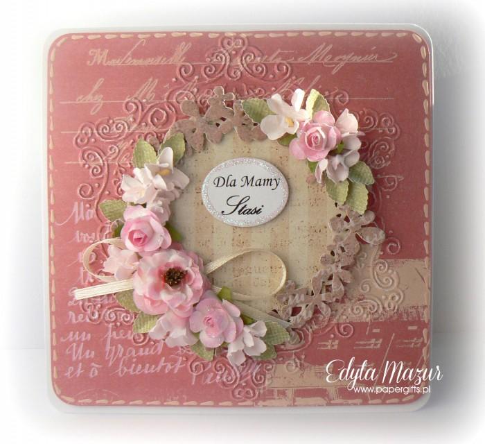 Różowa z wiankiem i różowymi kwiatami - Kartka z okazji Dnia Mamy