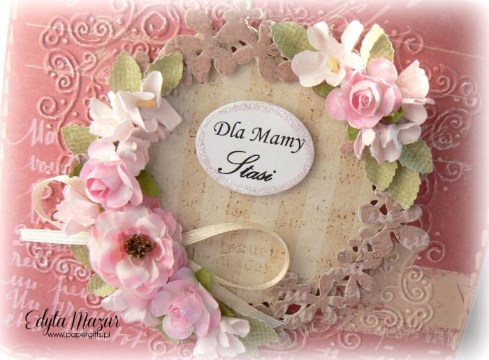 Różowa z wiankiem i różowymi kwiatami - Kartka z okazji Dnia Mamy1