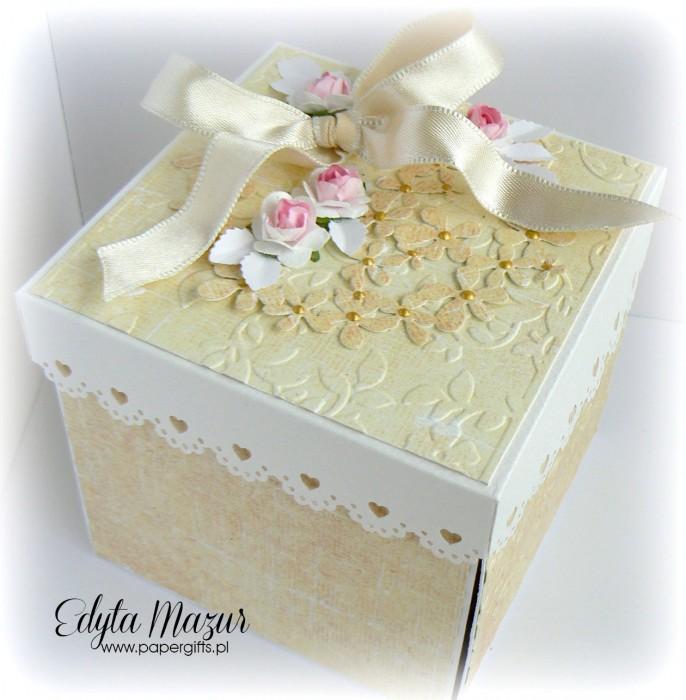 Złoto-żółty box ślubny