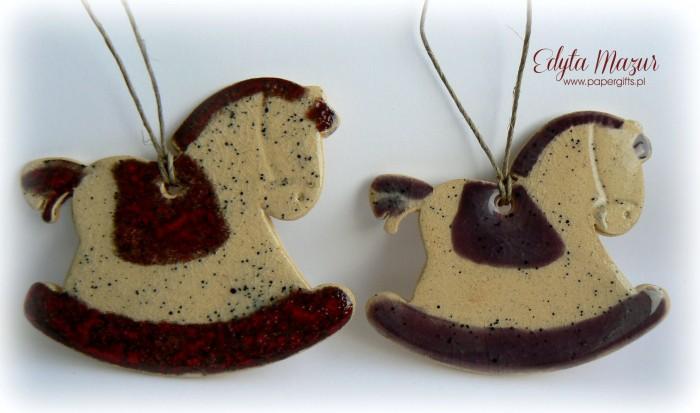Czerwony i fioletowy - koniki z ceramiki
