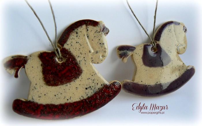 Czerwony i fioletowy - koniki z ceramiki1