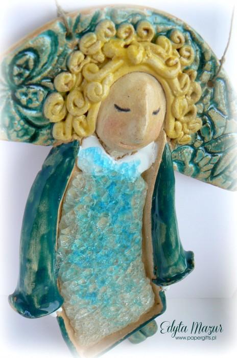 Złotowłosy anioł z ceramiki1