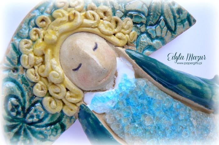 Złotowłosy anioł z ceramiki2