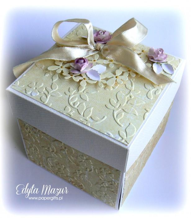 Złoto-żółty box ślubny dla Natalii i Łukasza