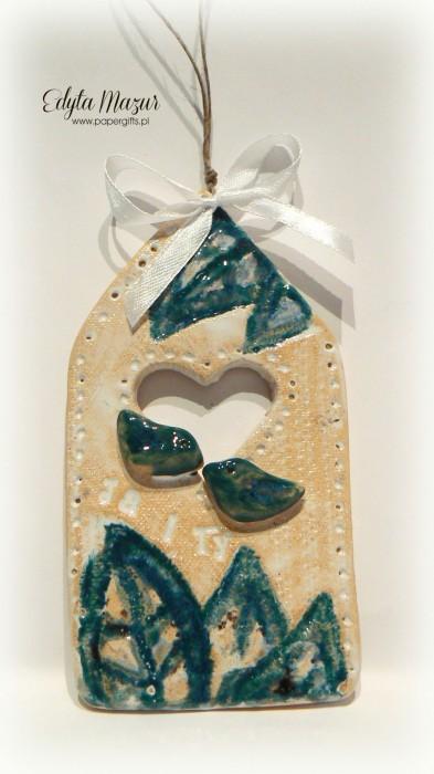 Biały domek z niebieskimi ptaszkami - ceramika zawieszka