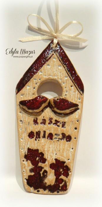 Domek z czewrownym daszkiem i ptaszkami - ceramika zawieszka