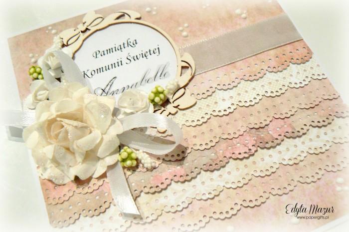 Pastelowe falbanki z ramką i różami - Pamiątka Komunii Św. Annabelle1