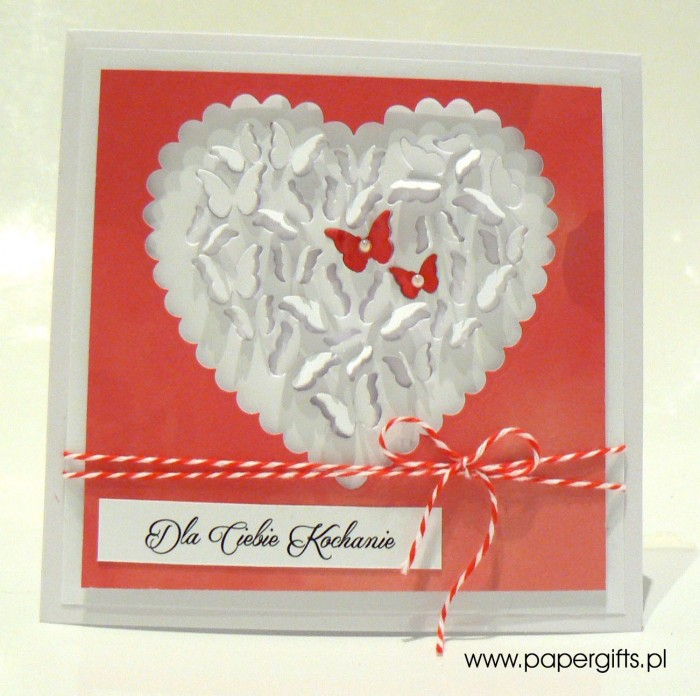 Biało-czerwone serce z motylków - Walentynka