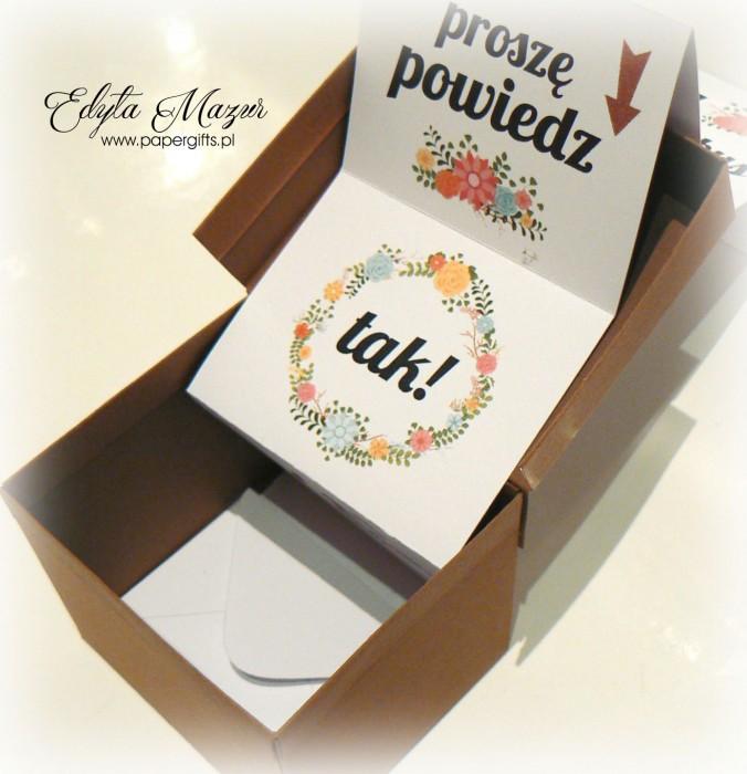 Brązowe pudełeczko z pytaniem i prezentem dla świadkowej2