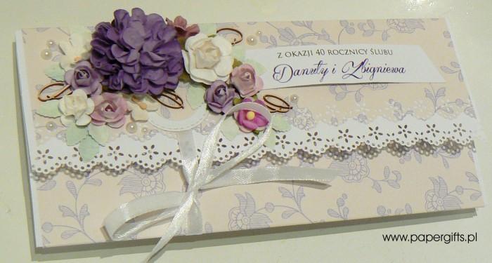 Beżowa w fioletowe motywy - kopertówka na 40 rocznicę ślubu