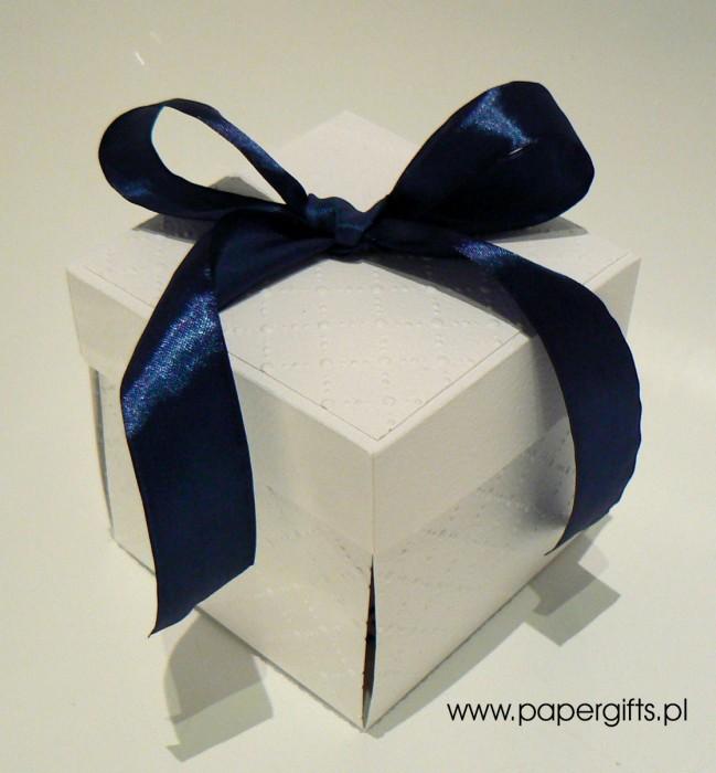 Biało-granatowy box ślubny
