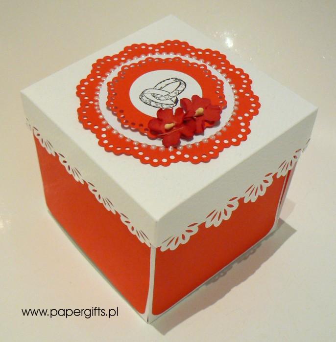 Bordowo-biały box z tortem dla Marty i Dawida