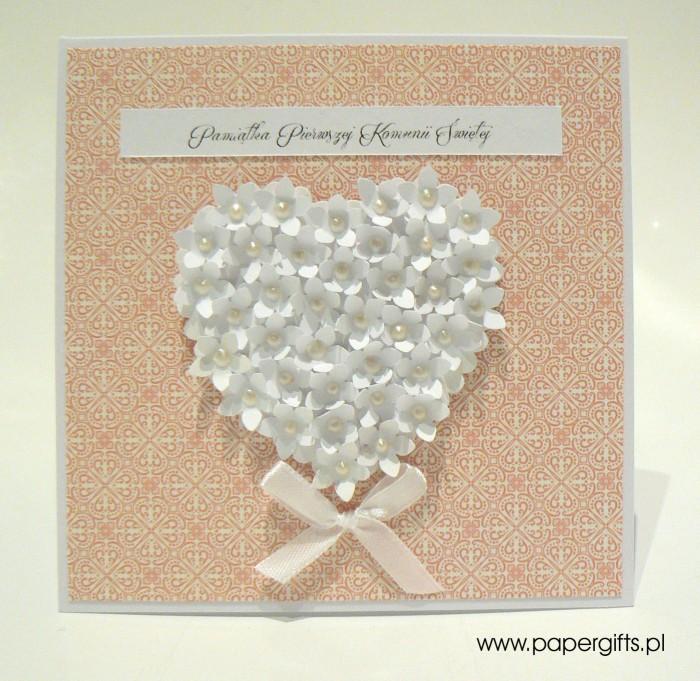Łososiowa mozaika z sercem z drobnych kwiatków – Kartka na Komunię Świętą1