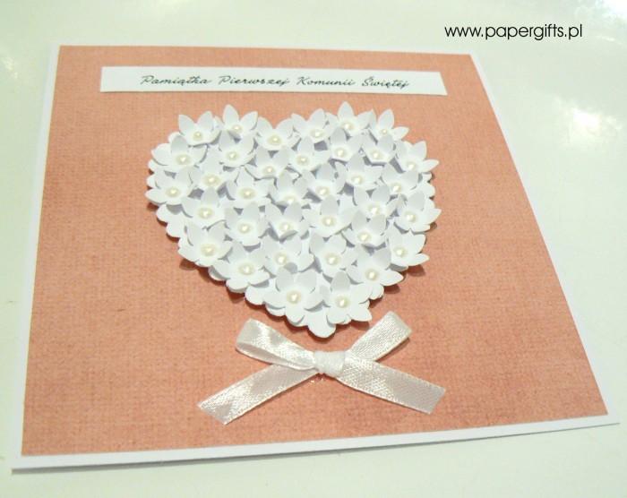 Łososiowa z sercem z drobnych kwiatków – Kartka na Komunię Świętą1