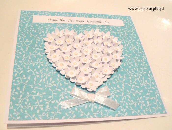 Błękitna w listki z sercem z drobnych kwiatków – Kartka na Komunię Świętą1
