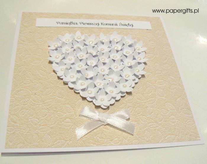 Beżowa w listki z sercem z drobnych kwiatków – Kartka na Komunię Świętą1