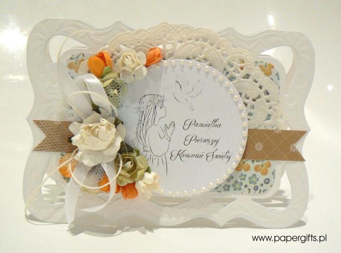 Jasna z białymi i pomarańczowymi kwiatami - Kartka na Komunię Świętą