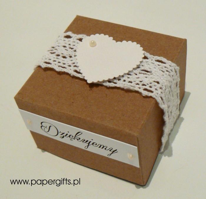 Pudełko kraftowe z koronką i sercem1