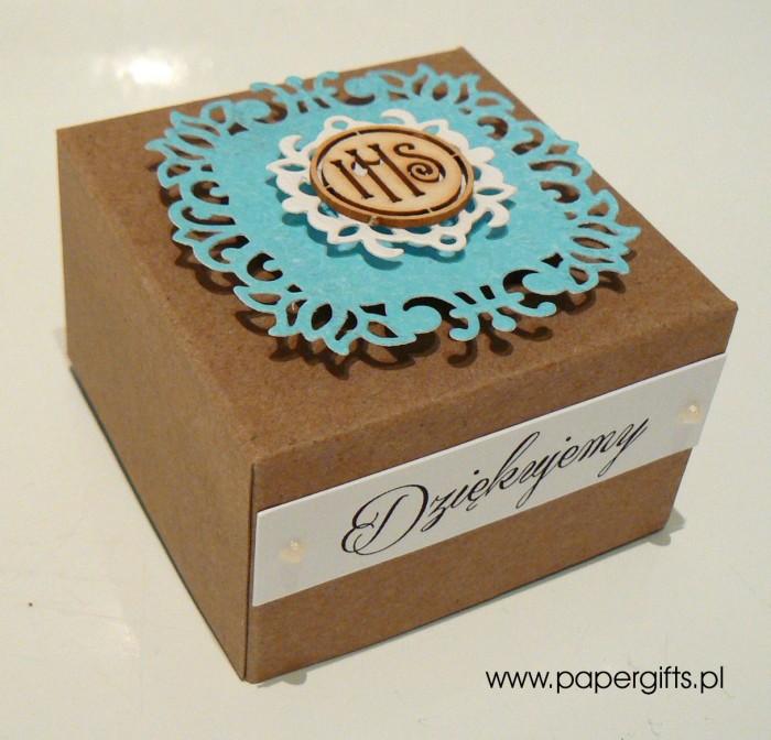 Pudełko kraftowe z niebieską koronką1