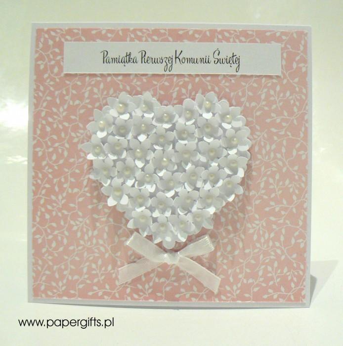 Różowa w listki z sercem z drobnych kwiatków – Kartka na Komunię Świętą