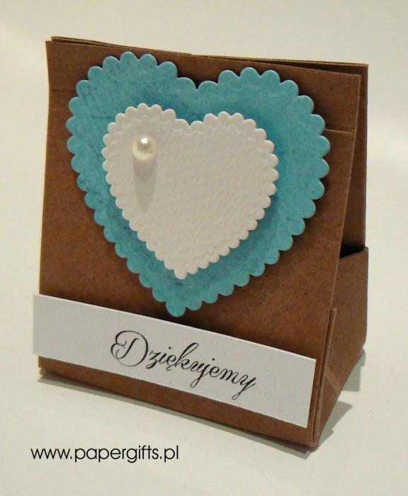 Torebka kraftowa z niebieskim sercem