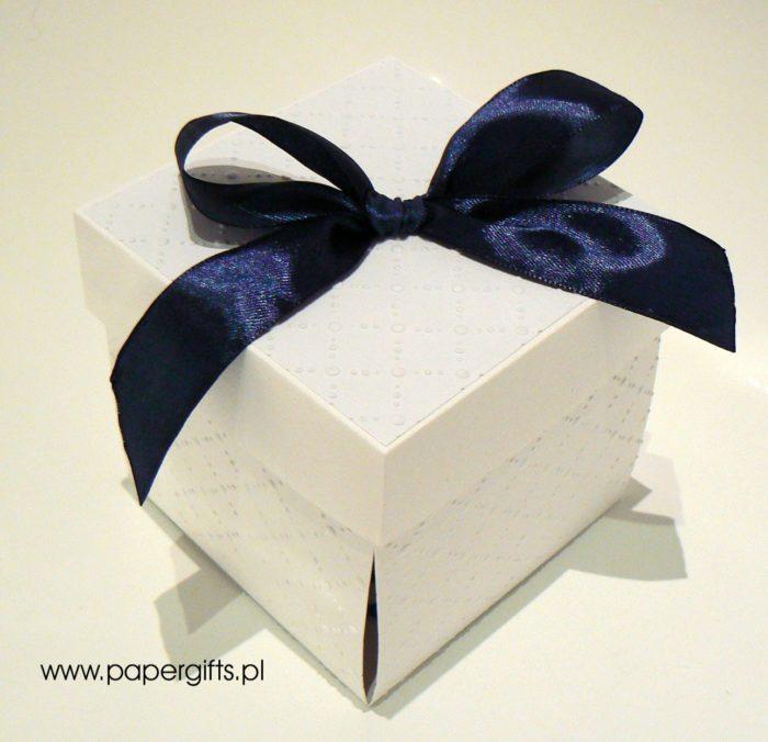 Biało-granatowy box ślubny dla Karoliny i Michała