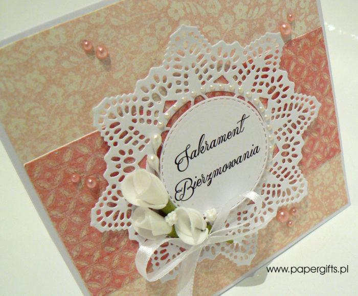 Cielisto-różowa z kwiatami i koronką - kartka na bierzmowanie1