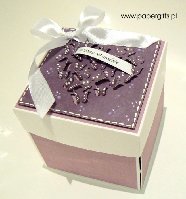 Fioletowy z motylkami box na 50 urodziny