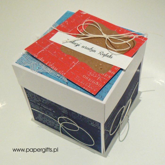 Granatowo-błękitno-czerwony absolutnie morski box na 40 urodziny